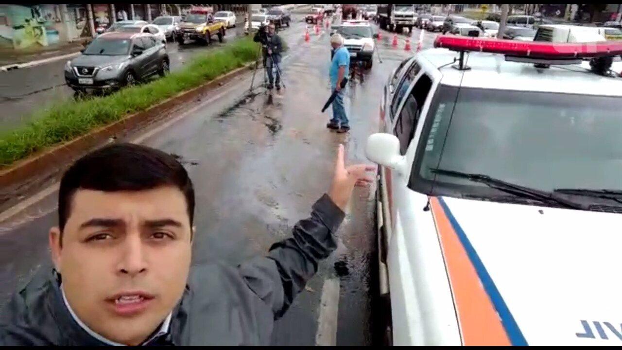 Motociclistas caem na BR-376 em Maringá por causa de óleo na pista