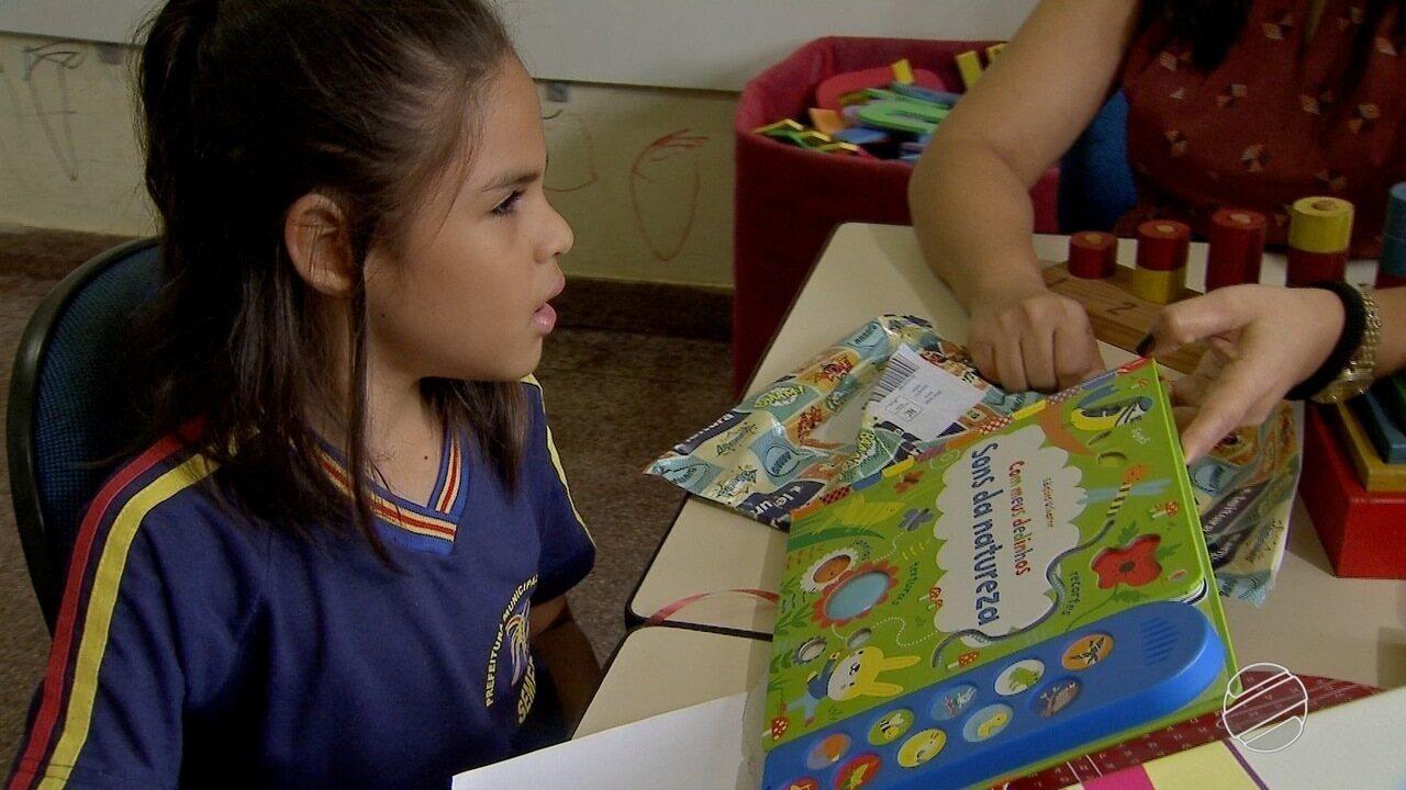 Resultado de imagem para Correios entregam livro dos sons a menina que mandou carta para o Papai Noel em MS