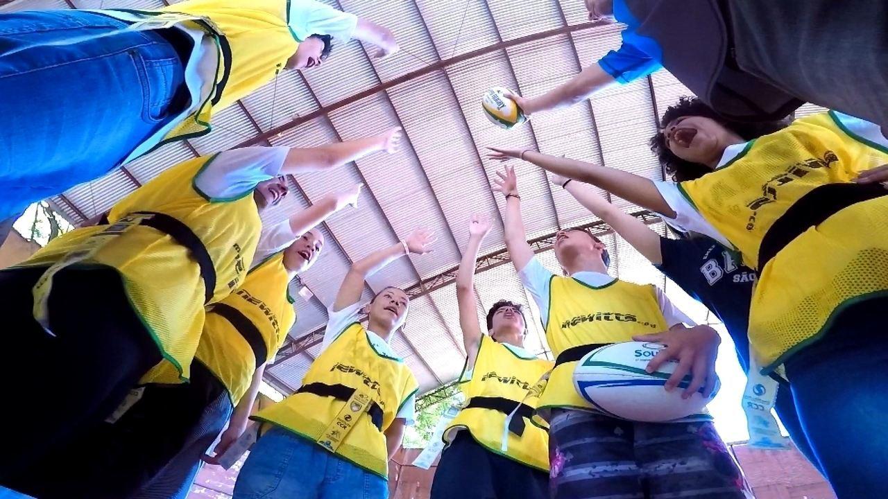 Escolas ensinam Rugby