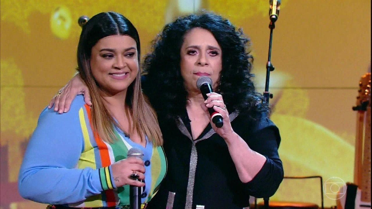 Gal Costa e Preta Gil cantam no 'Conversa com Bial'