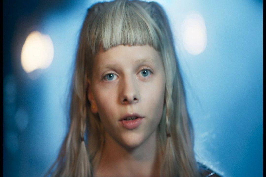 Confira o clipe de Aurora 'Scarborough Fair'