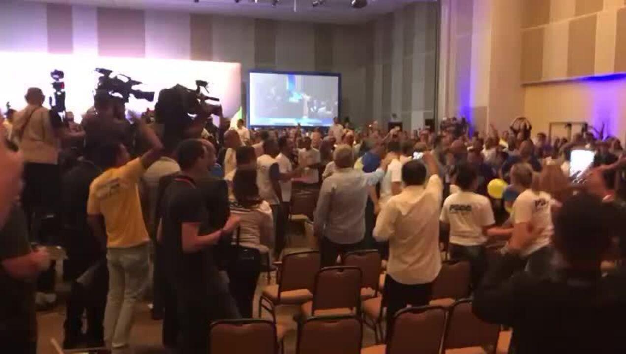 Militantes do PSDB brigam durante convenção nacional do partido