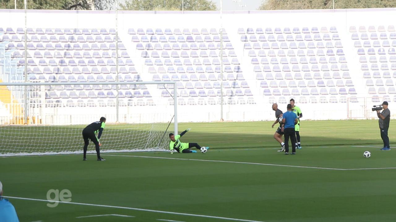 Veja alguns treinamentos de goleiros do Grêmio nos Emirados Árabes