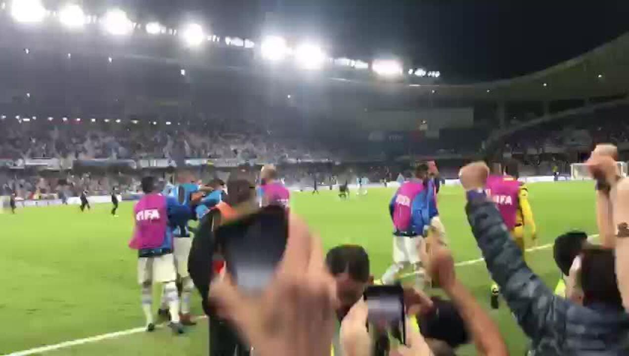 Veja o gol de Everton, do Grêmio, pelo ângulo da torcida