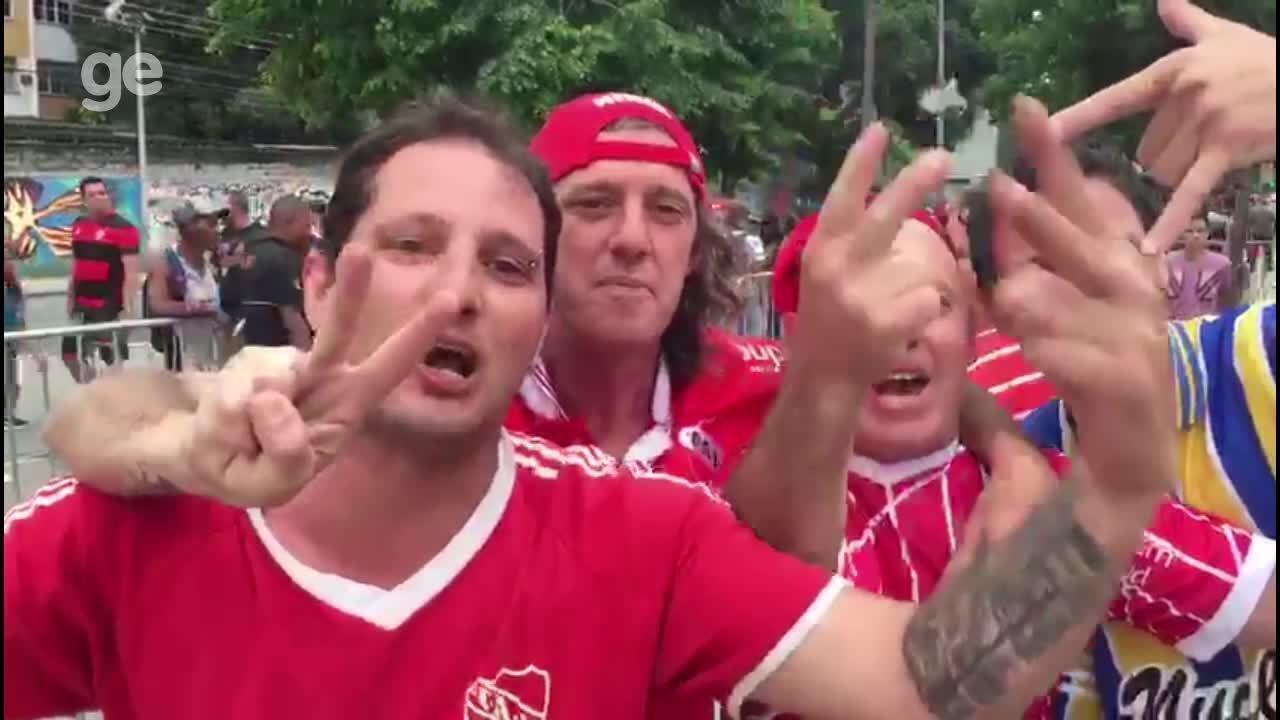 Torcedores do Independiente provocam flamenguistas do lado de fora do Maracanã