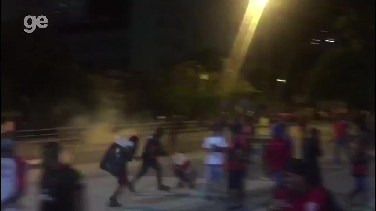 Confusão durante entrada da torcida do Flamengo no Maracanã