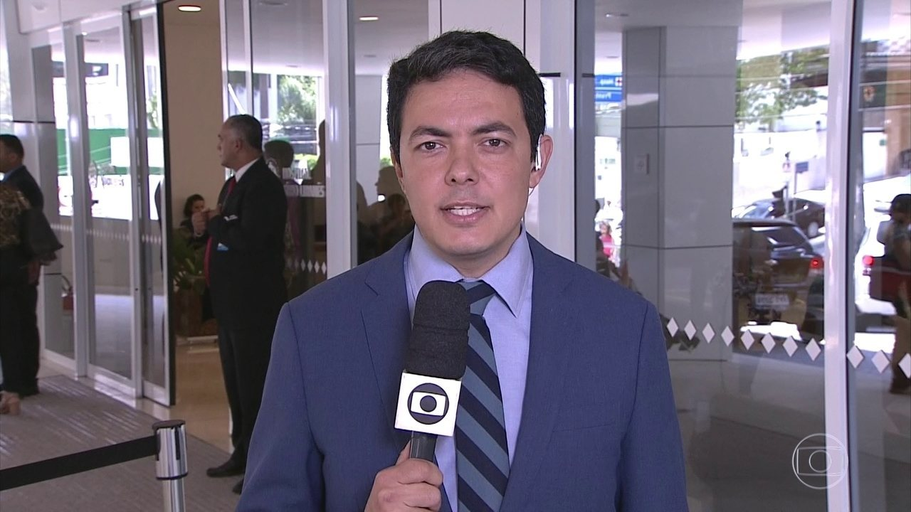 Presidente Michel Temer continuará internado em São Paulo