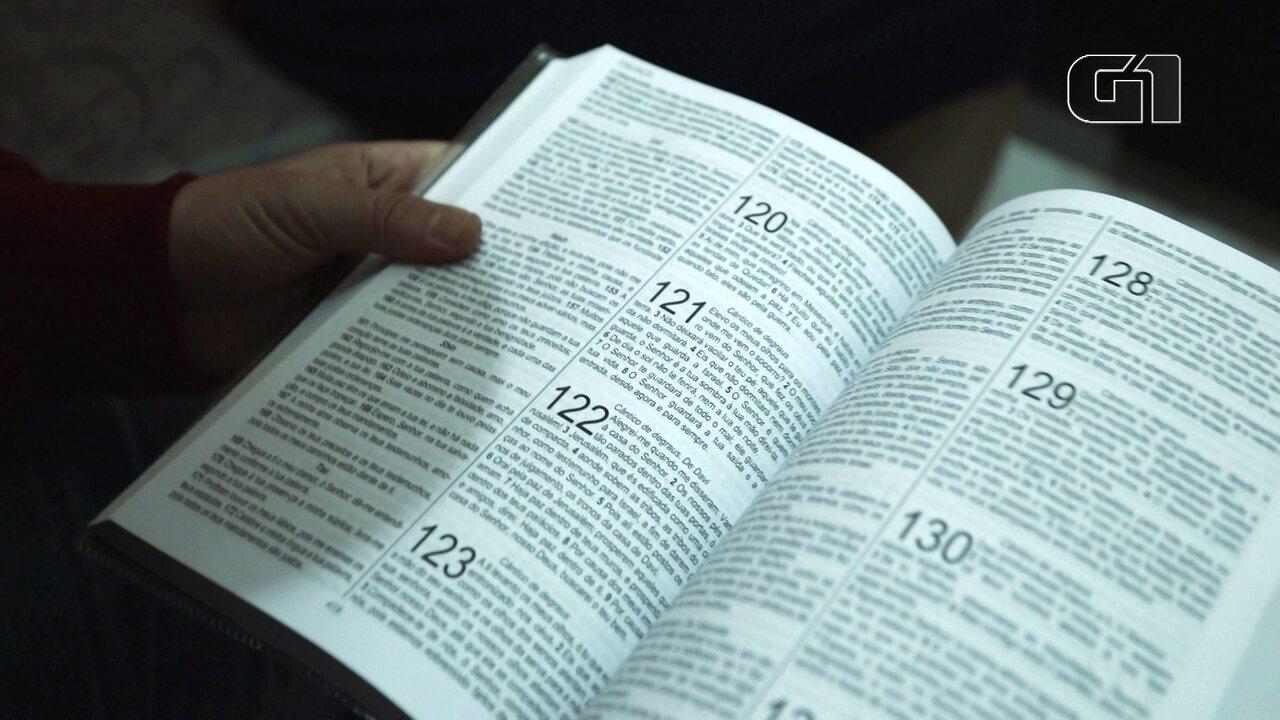 Entrevistados leem passagens da Bílbia