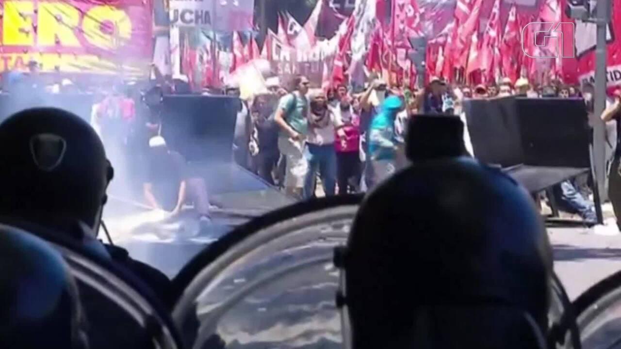 Deputados argentinos tentam aprovar reforma da previdência em meio a novos protestos