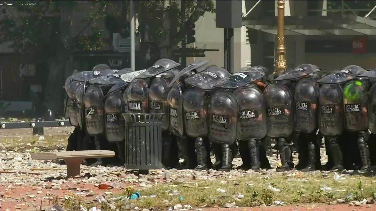 Dezenas ficam feridos na Argentina em protesto contra reforma da Previdência no país