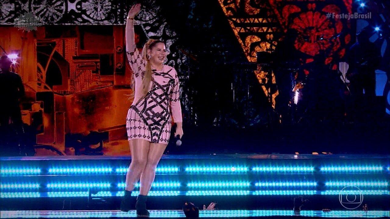 Marília Mendonça levanta o público cantando 'Como Faz Com Ela'