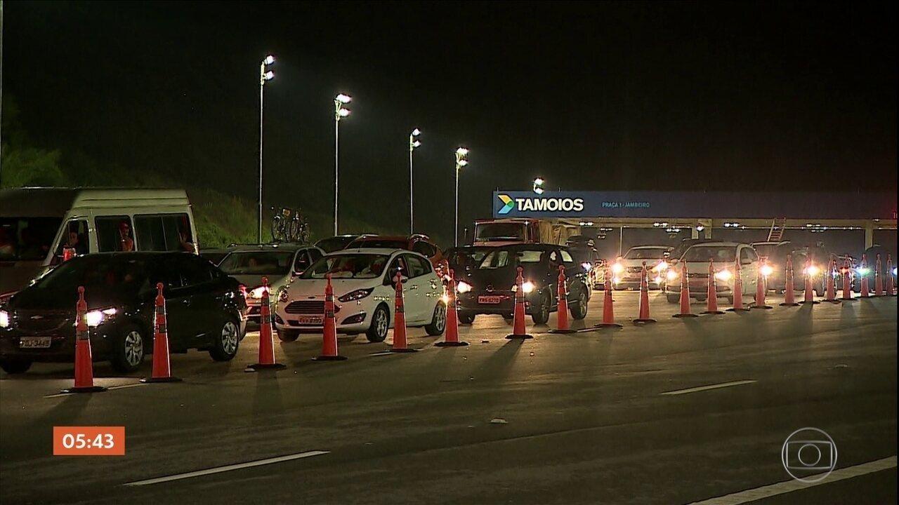 Quadrilha tenta roubar dois carros-fortes na rodovia dos Tamoios em SP