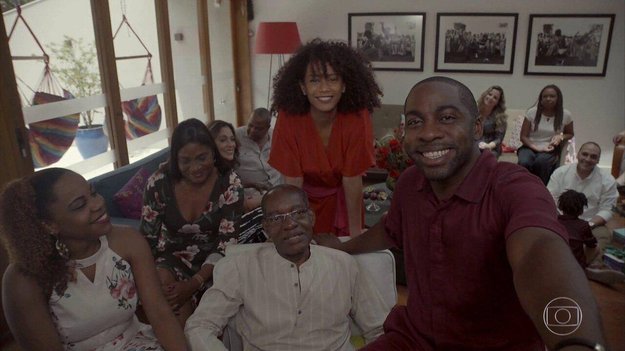 Lázaro e família falam sobre o significado do Natal
