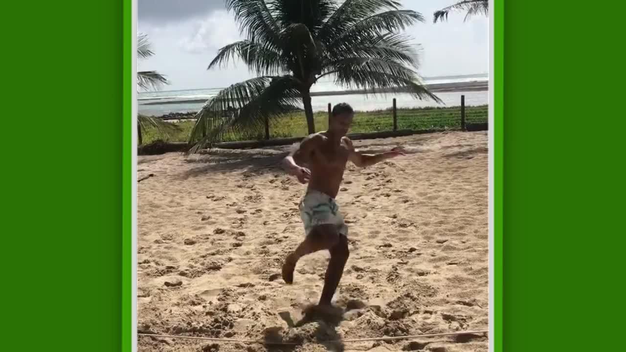 Atacante Ricardo Oliveira postou vídeo fazendo treino físico em uma quadra de vôlei de praia
