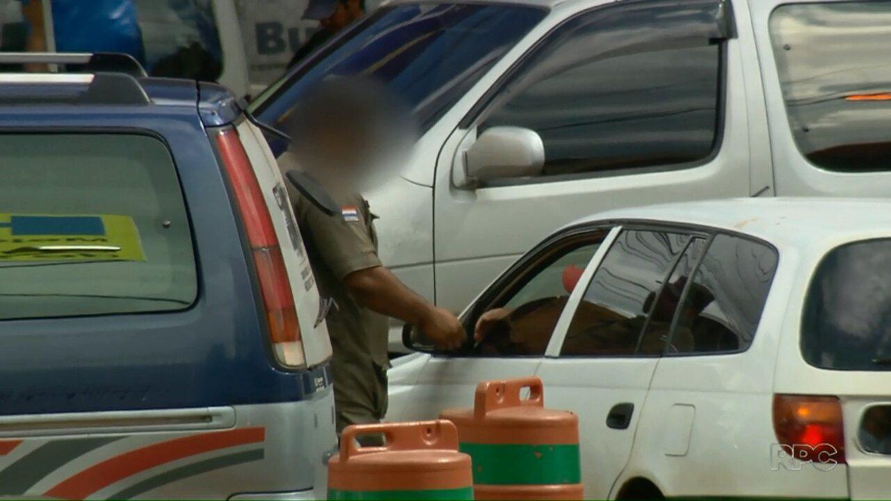 Reportagem especial mostra jeitinho que motoristas encontram para furar fila em Ciudad del Este