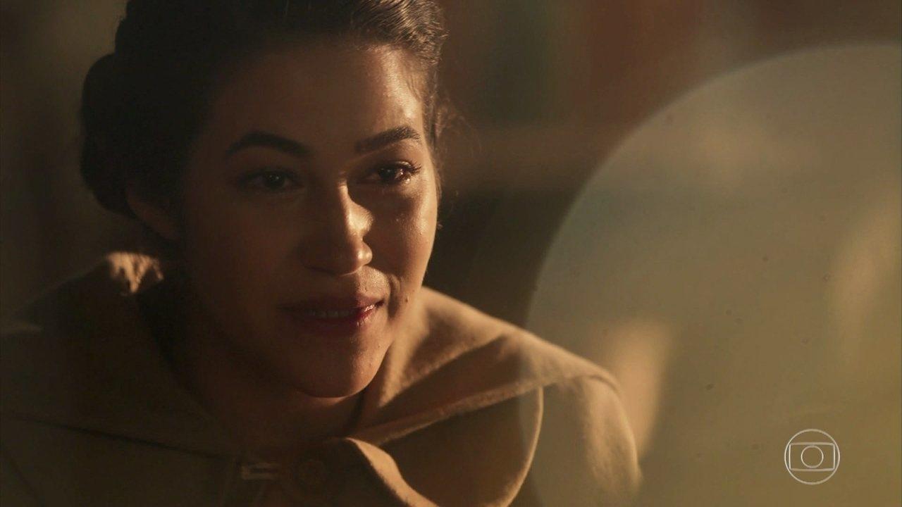 Izabel entrega carta de Maria Vitória a José Augusto onde a filha perdoa o pai