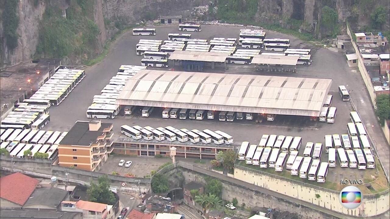 Garagem Da Empresa S 227 O Silvestre Amanhece Cheia De 244 Nibus