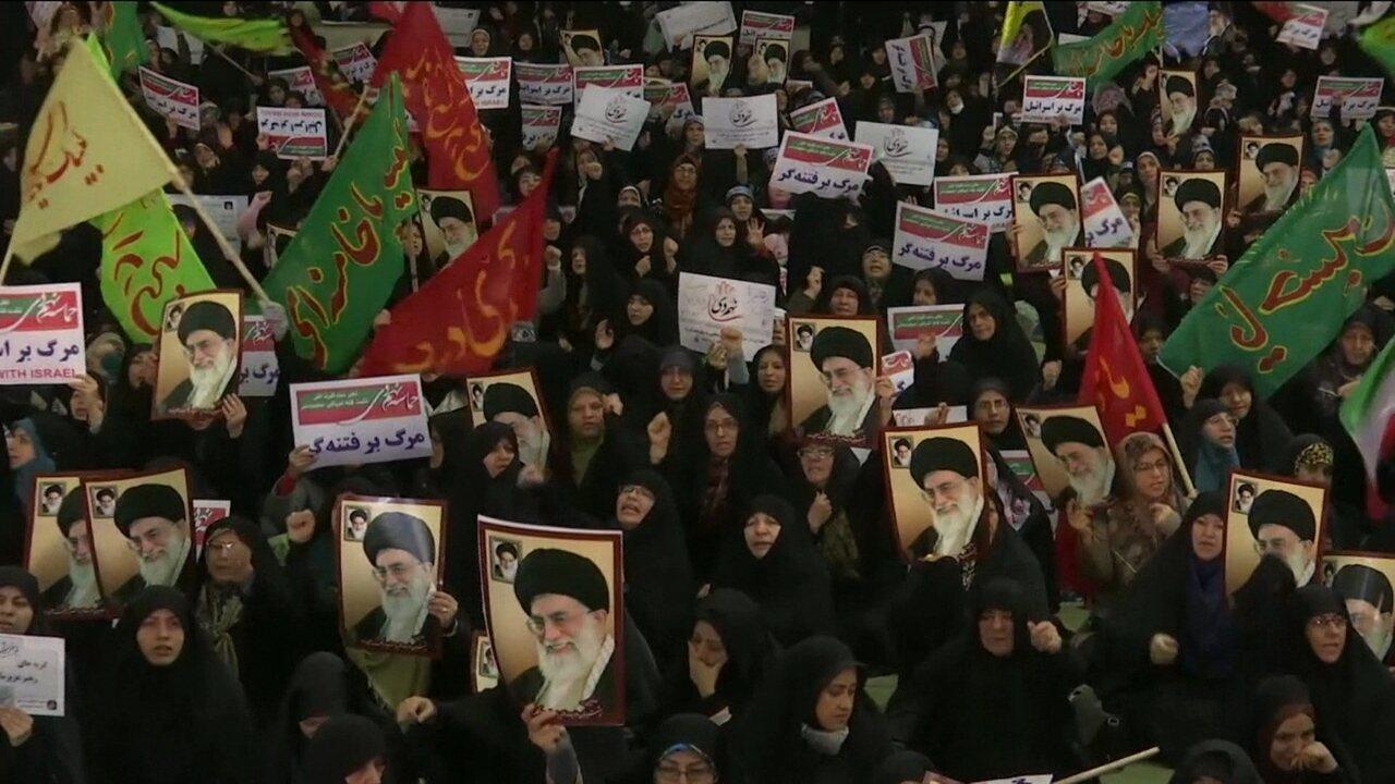 Milhares de pessoas saem às ruas em apoio ao governo no Irã
