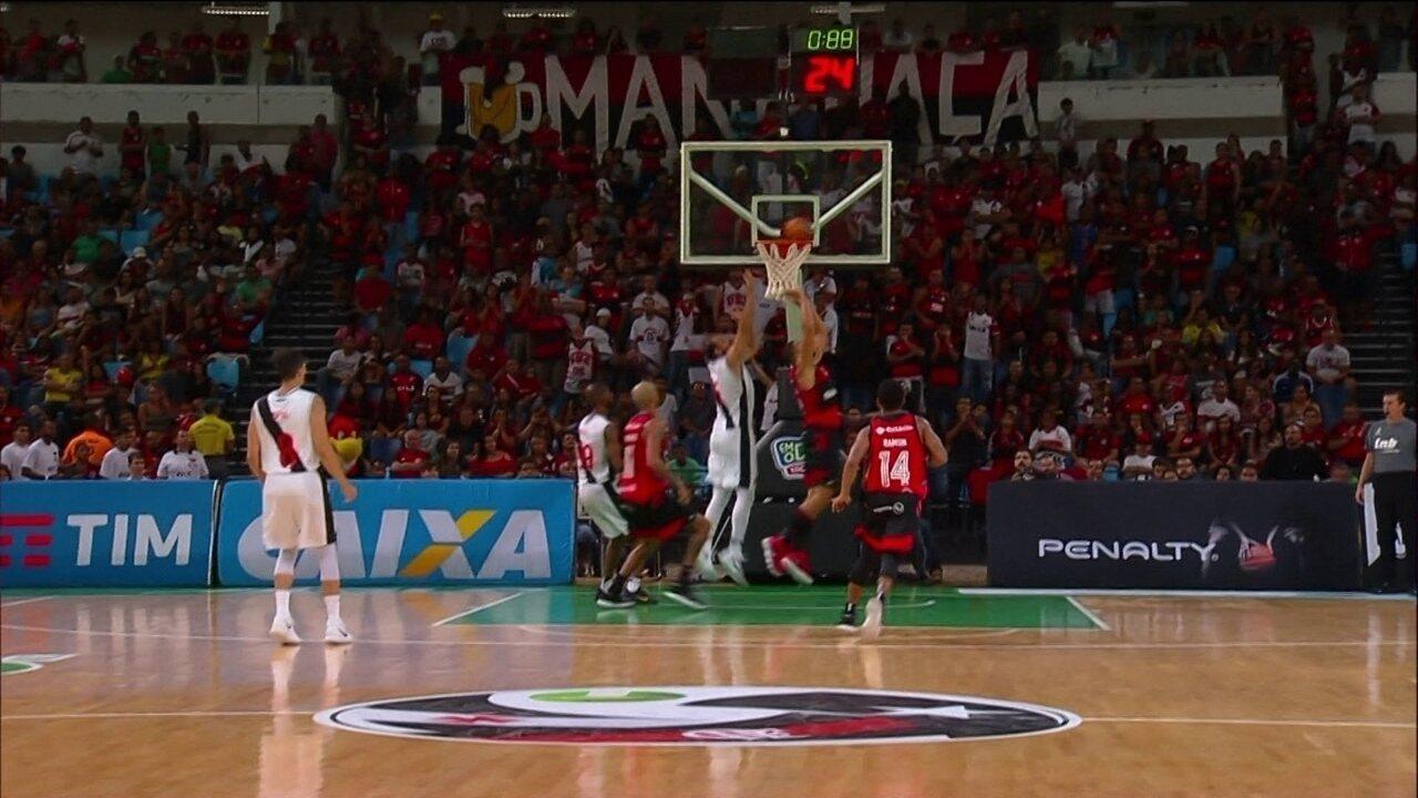 Melhores momentos de Flamengo 89 x 81 Vasco pelo NBB
