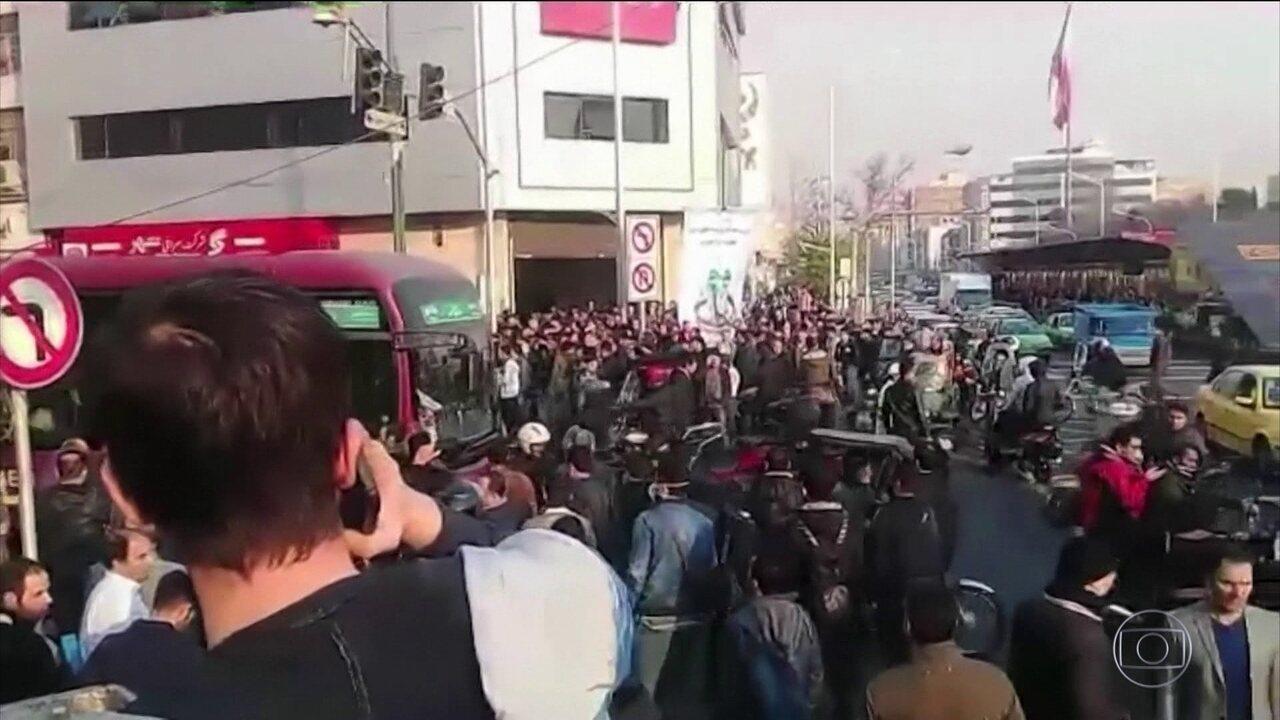 Irã tem terceiro dia de protestos contra o governo