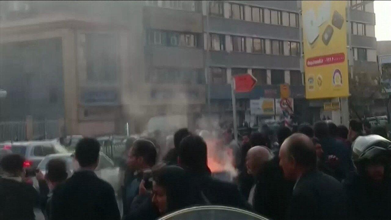 Duas pessoas morrem no terceiro dia de protestos contra o governo do Irã