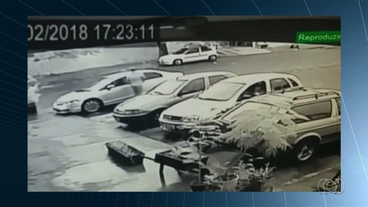 Ex-supervisor de presídio é morto a tiros dentro de carro em Anápolis