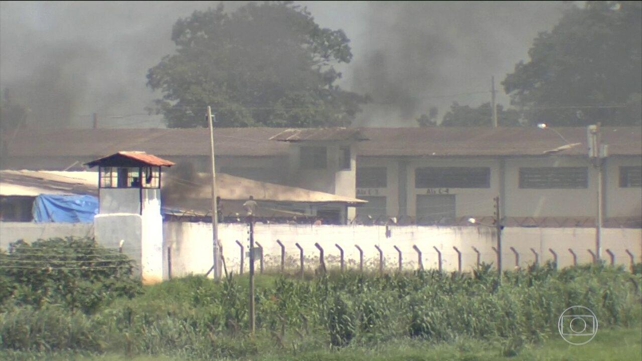 Polícia procura presos que fugiram durante rebelião em Aparecida de Goiânia