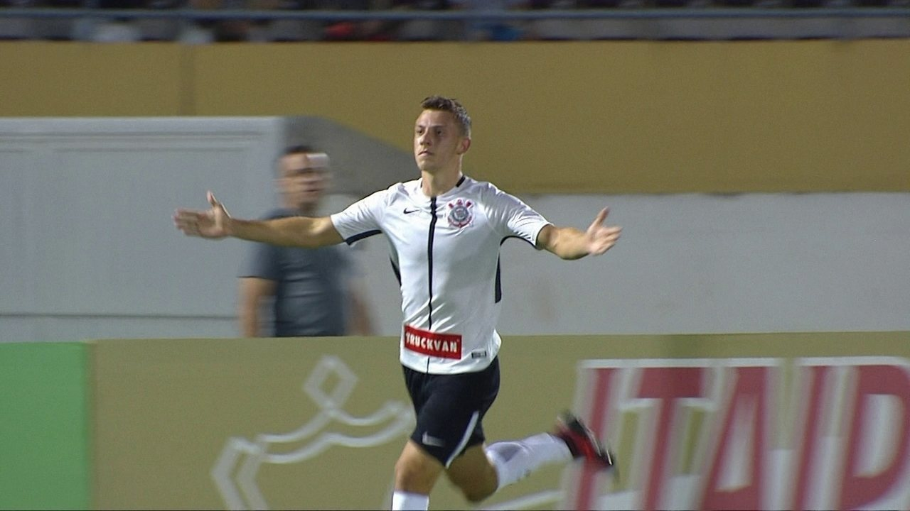 Lembre gol de Carlos Augusto pelo Corinthians