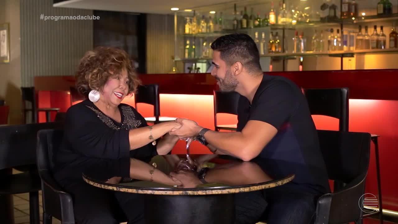 Helder Vilela bate um papo super animado com a cantora Alcione