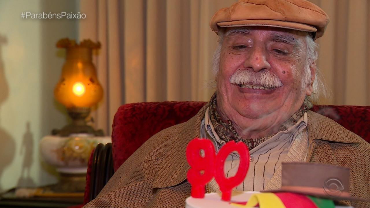 Terno de Reis Santo Operário canta música de Paixão Côrtes no 'Galpão' (bloco 4)