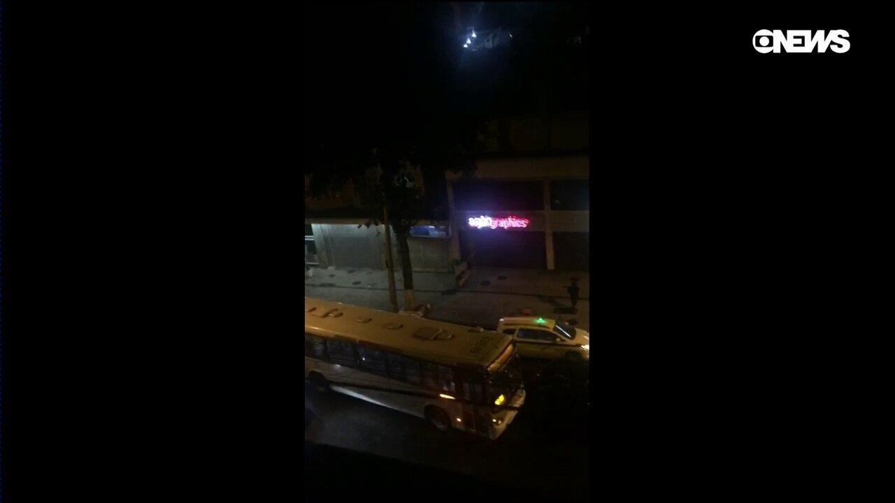 Quadrilha explode caixas eletrônicos nas ruas de Botafogo, no Rio de Janeiro