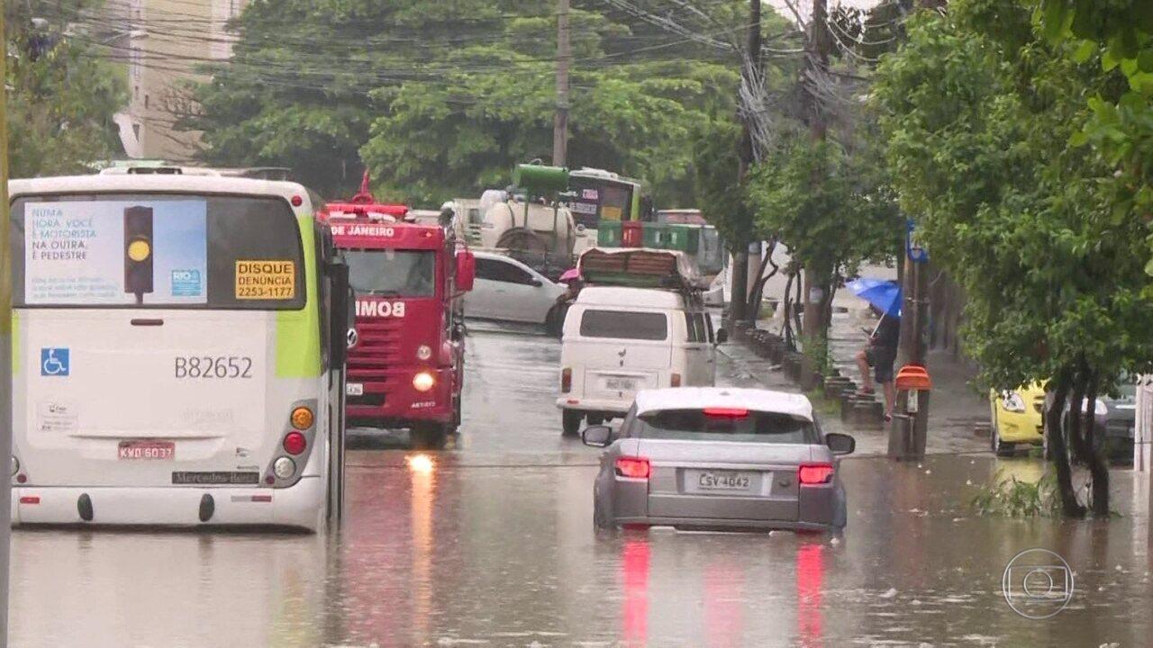 Chuva forte causa transtornos e inundações no Rio de Janeiro