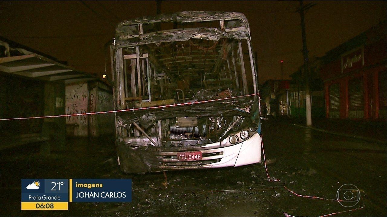 Grupo incendeia ônibus na Zona Sul de SP