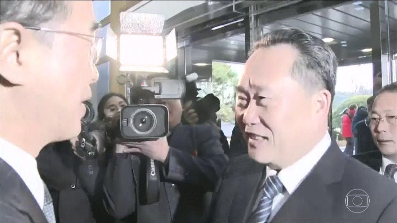 Aperto de mão abriu encontro entre as duas Coreias