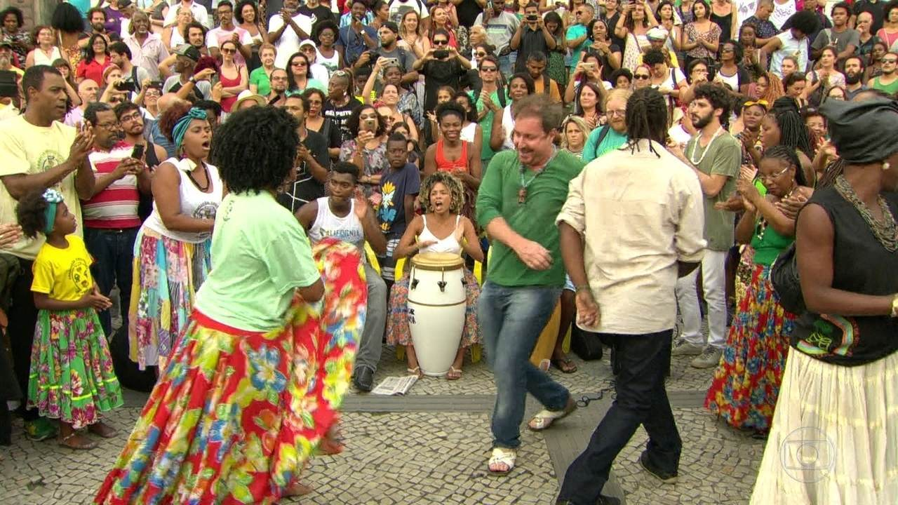Artistas fazem protesto contra fechamento da sede do Jongo da Serrinha