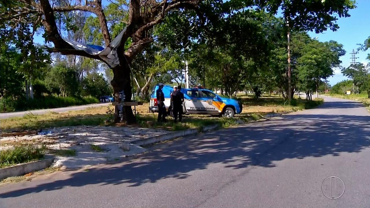 Comércio fecha e quatro ônibus são incendiados durante confrontos em Macaé