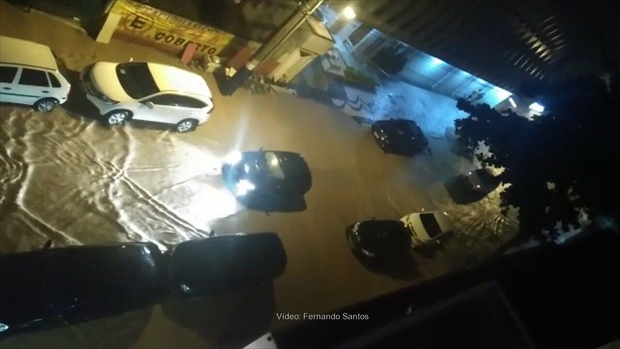 Morador registra situação de rua em Balneário Camboriú durante a madrugada desta quinta-feira