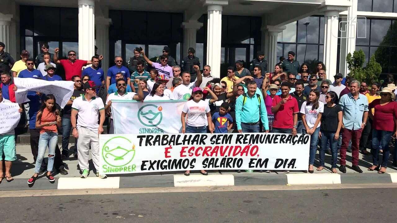 Servidores cobram pagamento de salário do governo de Roraima