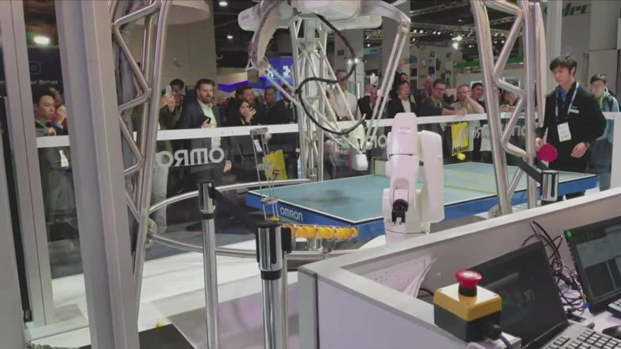 Robôs que jogam ping pong são apresentados na Consumer Electronics Show