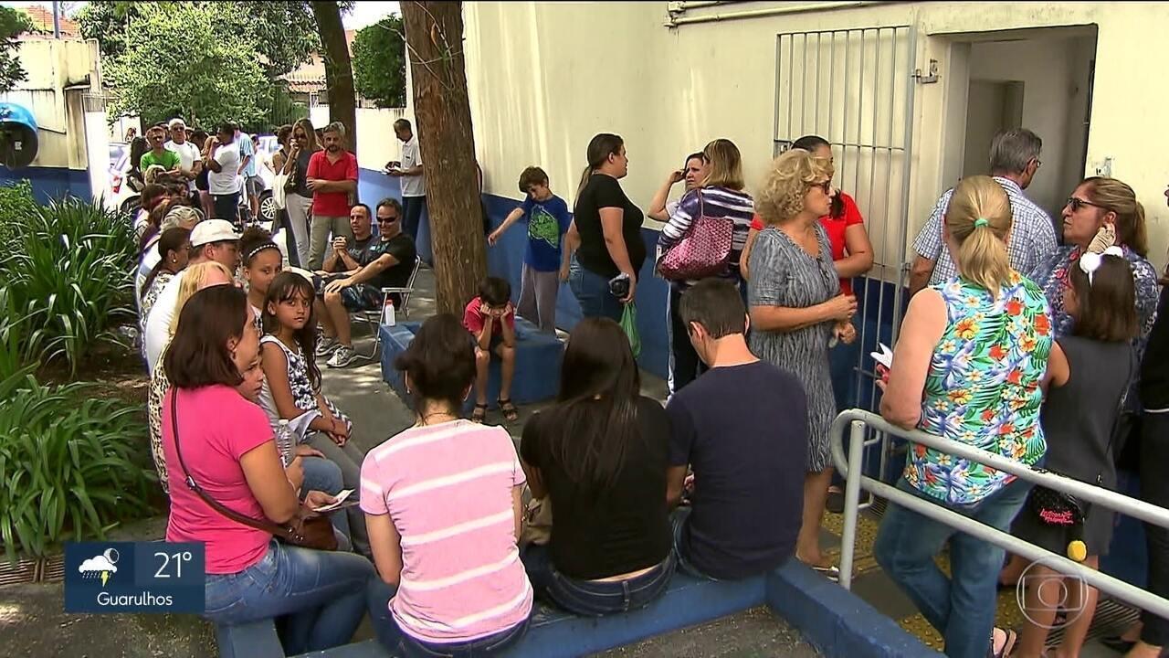 Moradores da capital e Grande SP fazem fila nos postos para vacinação contra febre amarela