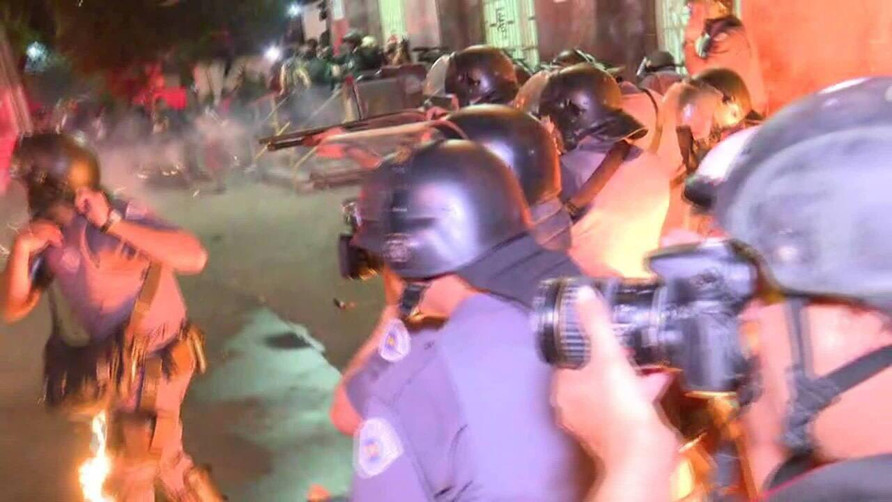 Ato contra aumento de tarifas tem bombas em frente à estação Brás da CPTM