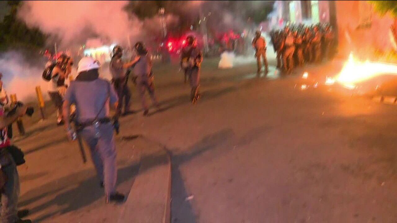 Manifestantes invadem estação em protesto contra alta de tarifa em São Paulo