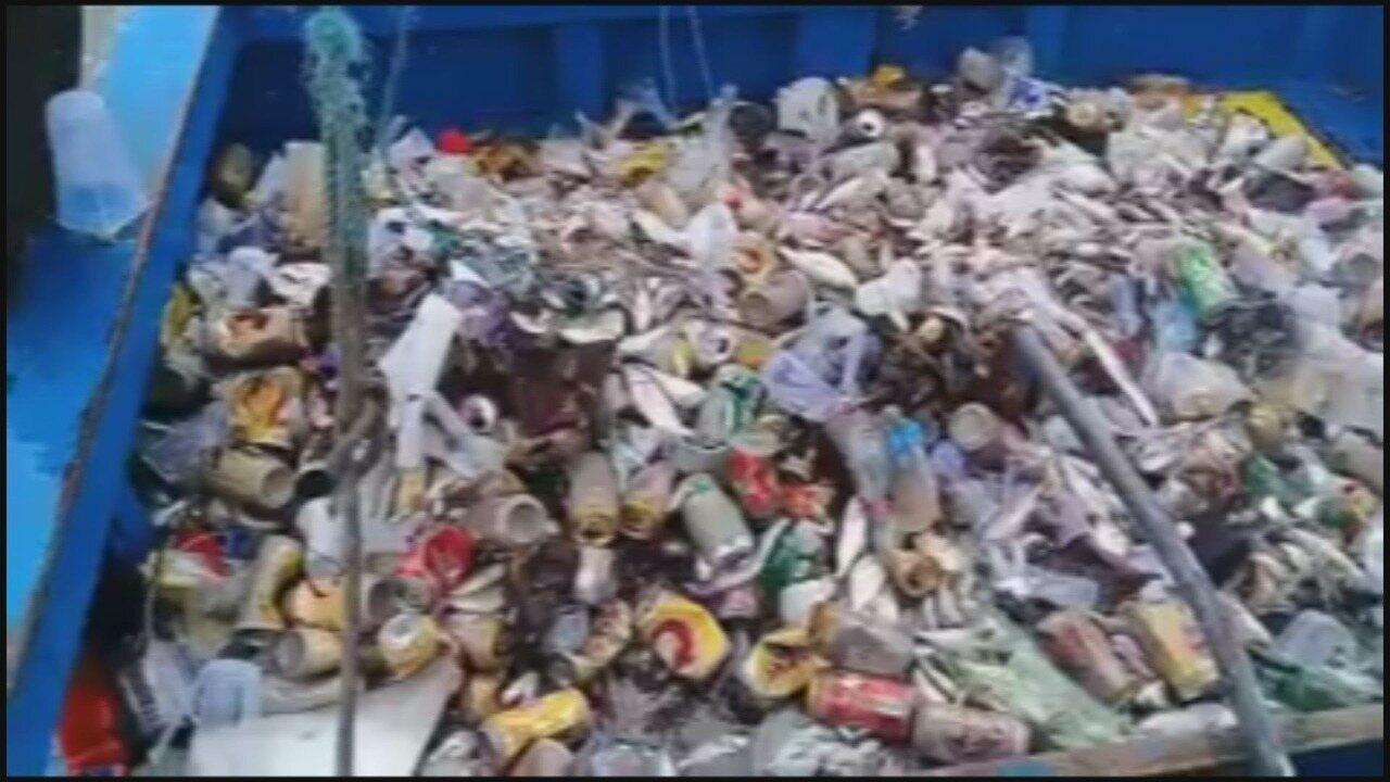 Pescador filmou o lixo que retirou do mar
