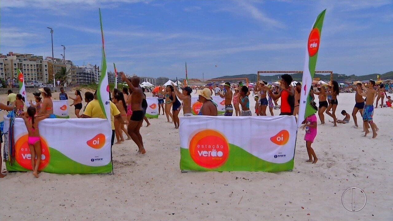 Terceiro dia do projeto 'Estação Verão' na Praia do Forte, em Cabo Frio, no RJ
