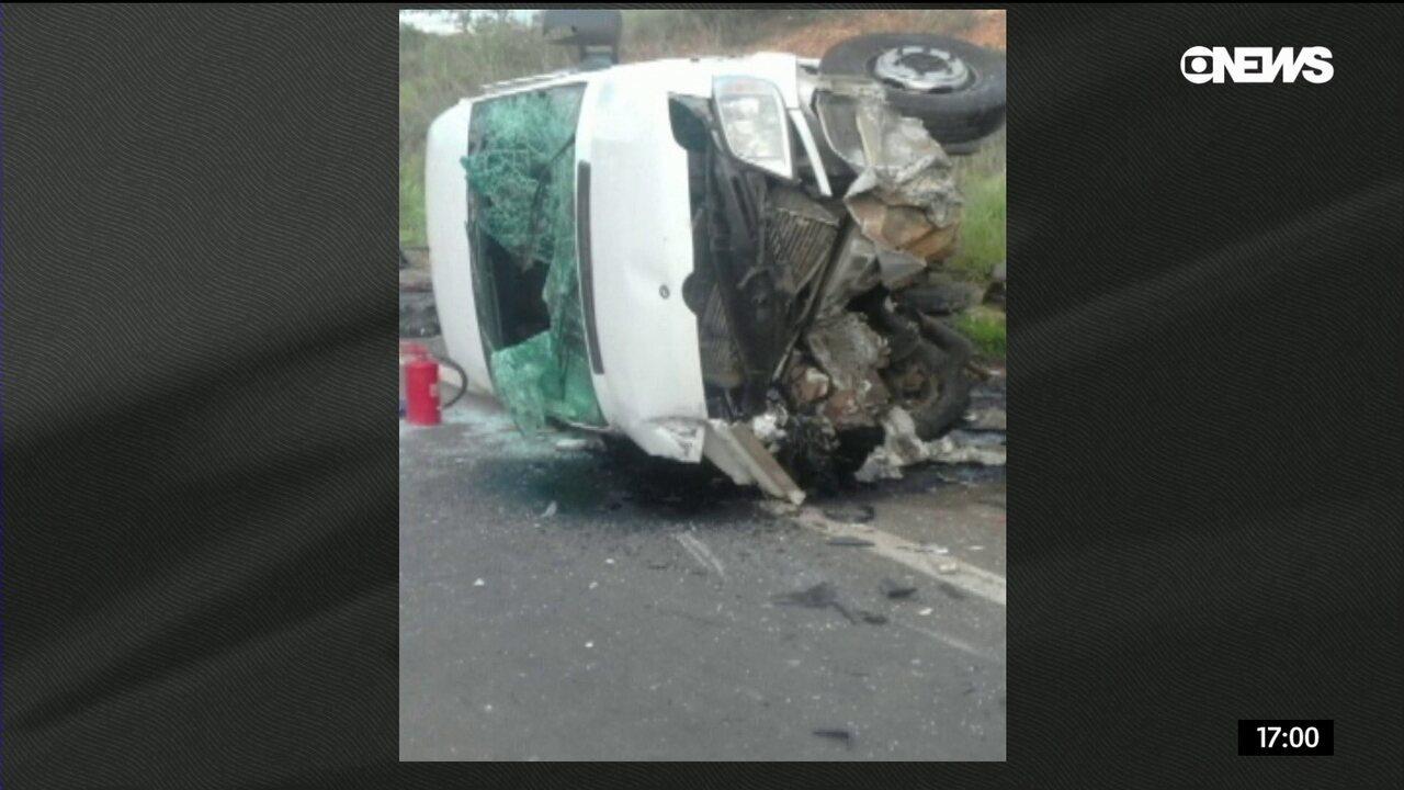 Sobe para 13 número de mortos em acidente em rodovia de MG
