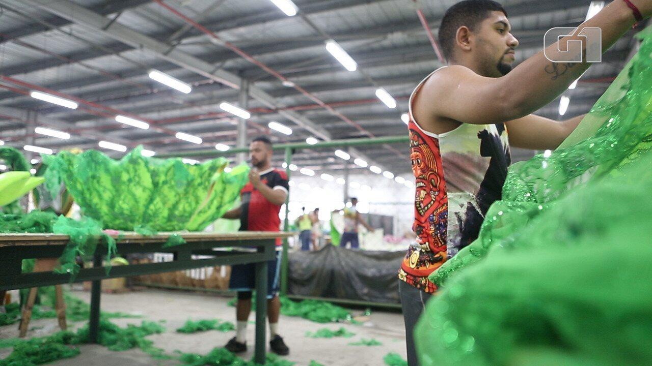 Carnavalescos falam sobre redução no orçamento das escolas de samba para Carnaval 2018