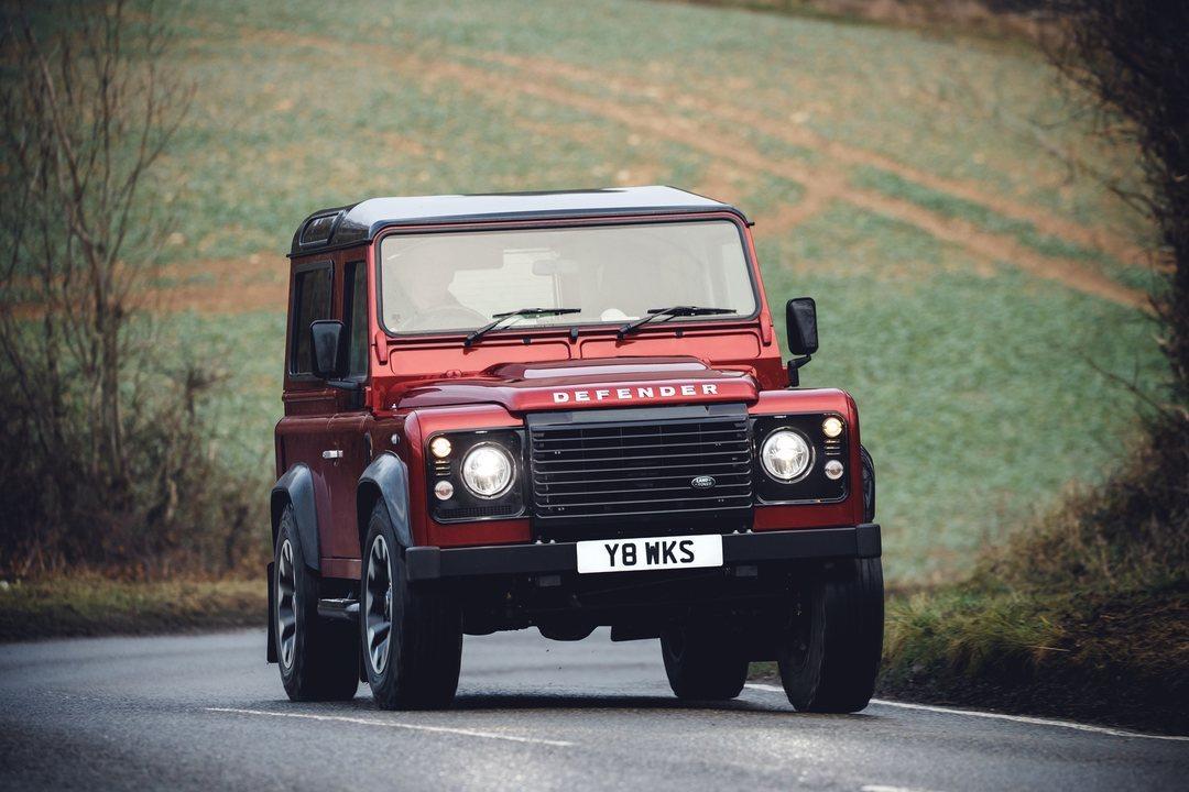 Vem aí edição especial com 405 cavalos — Land Rover Defender