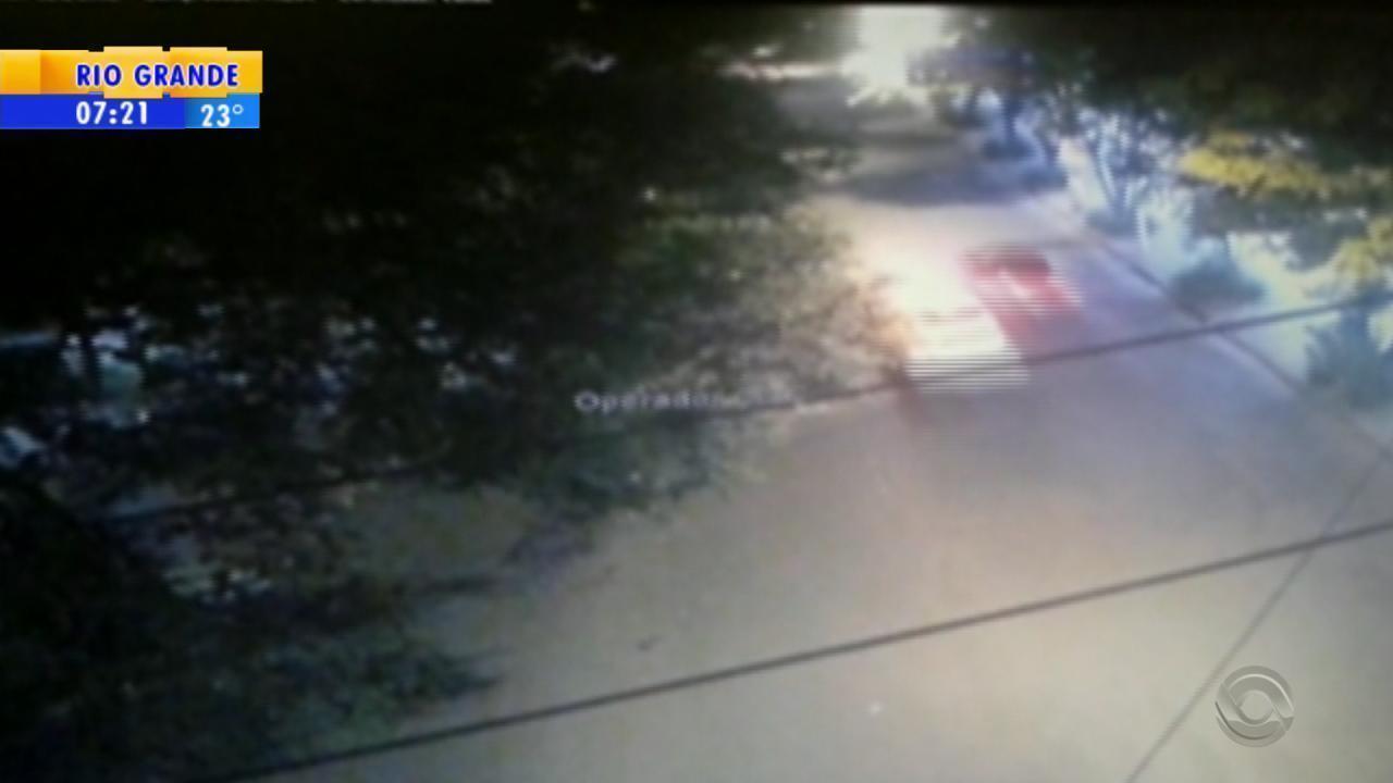 Homem é preso após fugir de barreira e trocar tiros com guardas municipais no Centro