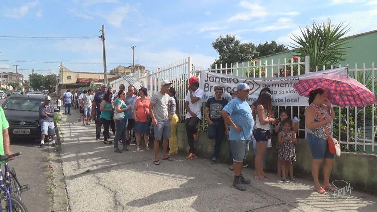 Postos de saúde têm filas para vacinação contra febre amarela na região
