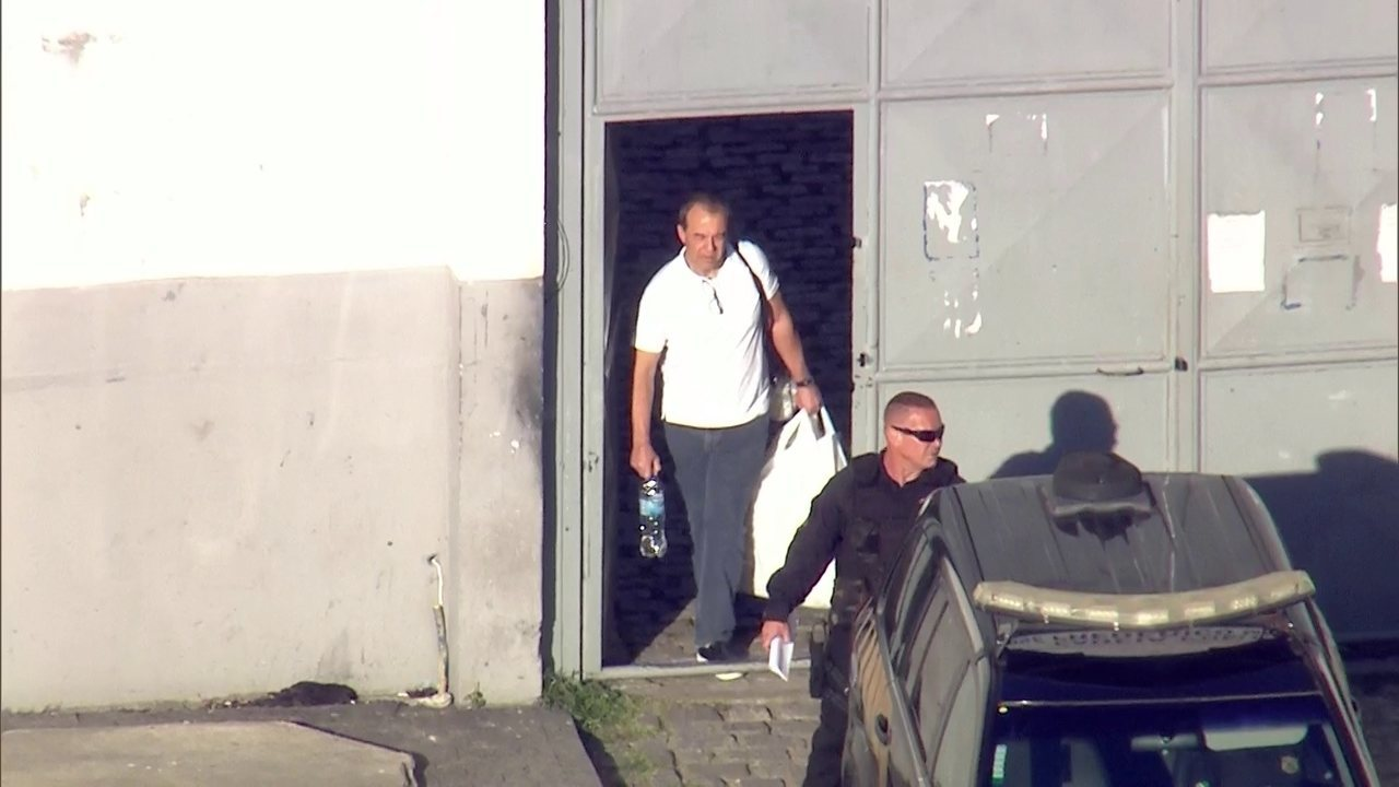 Sérgio Cabral deixa presídio em Benfica, Rio, para ser levado a Curitiba